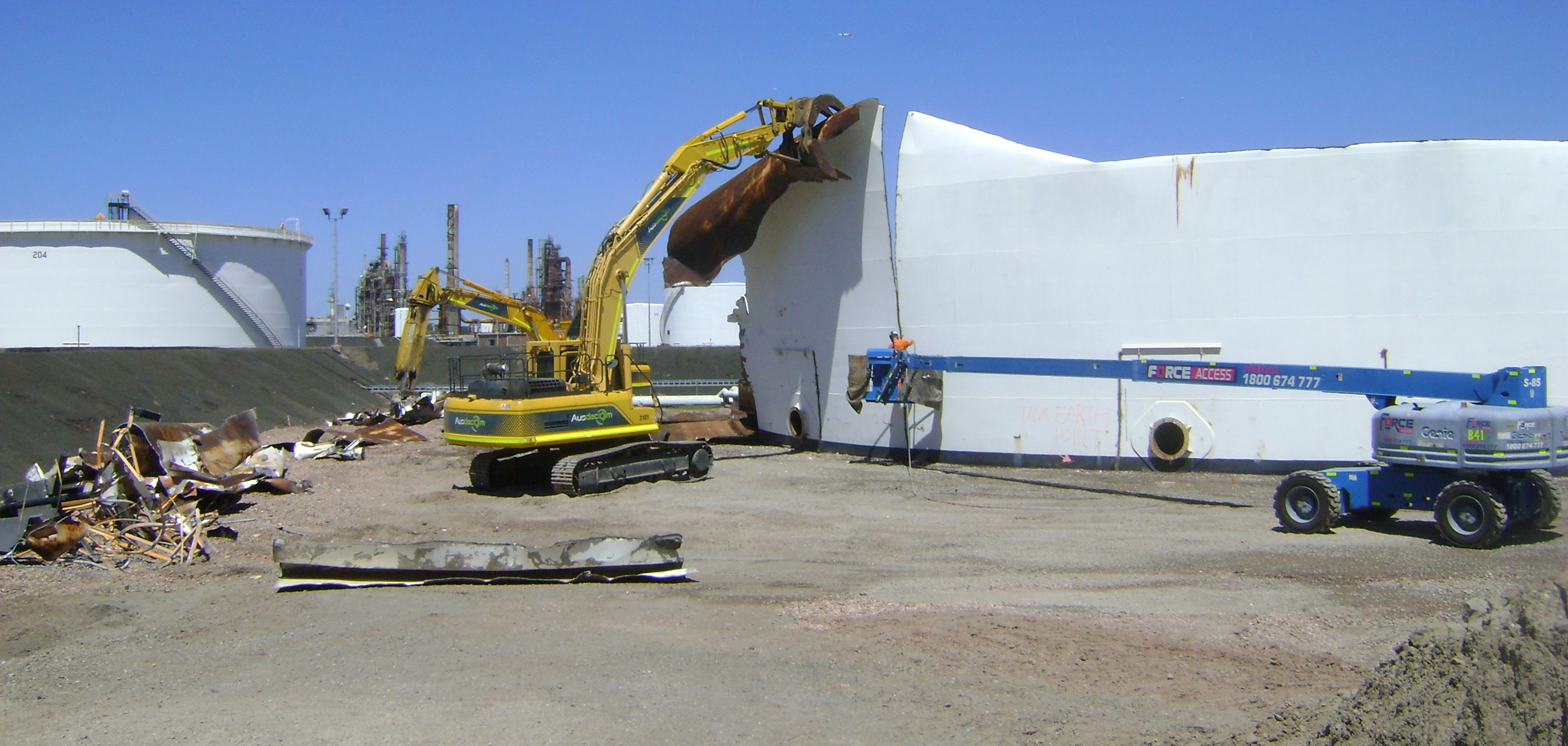 Crude oil tank demolition and replacement Caltex Sydney